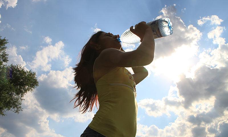 ทำไมมนุษย์ถึงดื่มน้ำทะเลไม่ได้ รู้ยัง?