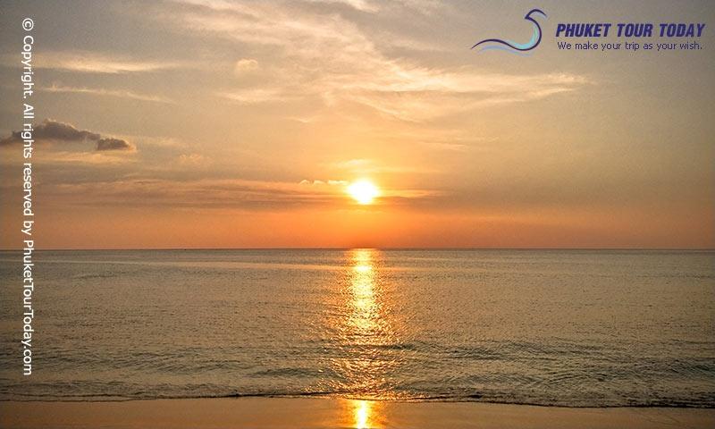 พระอาทิตย์ตกที่หาดกะรน